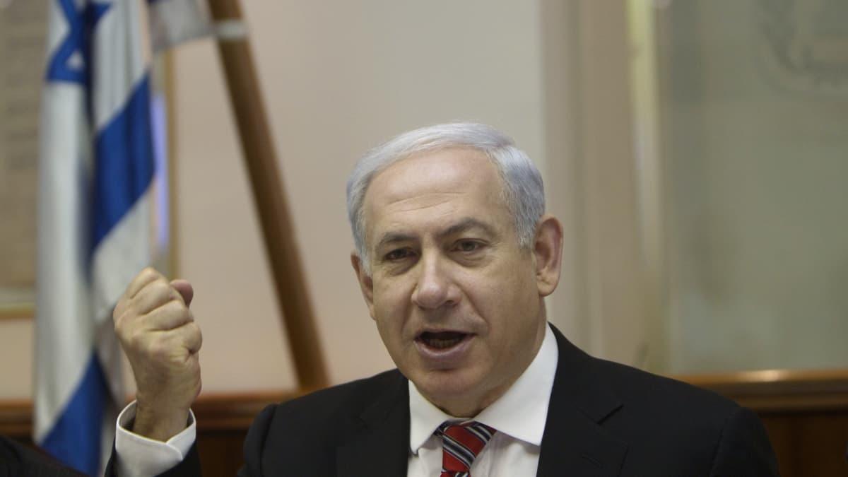 Israelin pääministerin Benjamin Netanjahun oikeudenkäynti alkoi