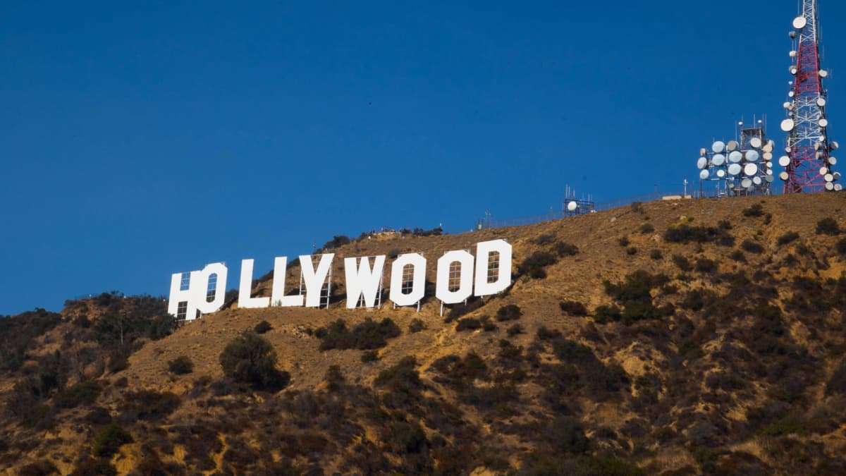 Ikoninen Hollywood-kyltti Los Angelesin Mount Lee -kukkulalla.