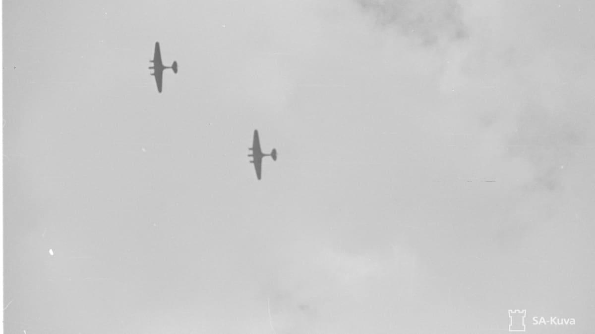 Venäläisiä pommikoneita Kollaan yllä 1941