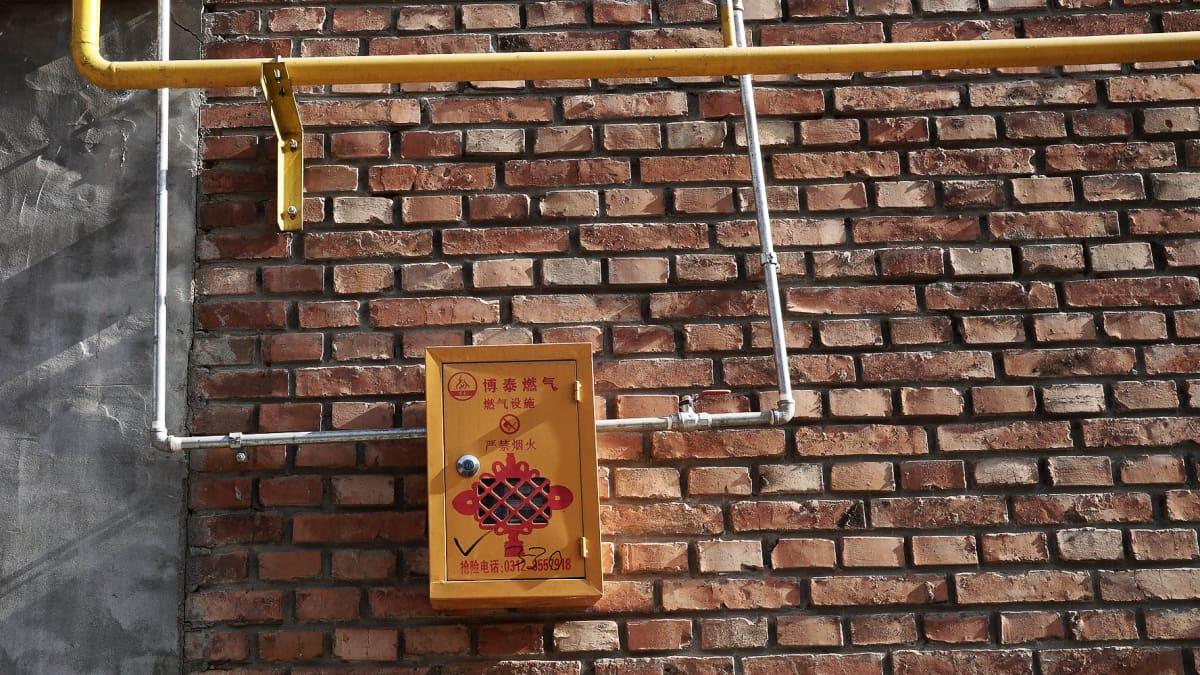 Kaasumittari taoln seinässä.