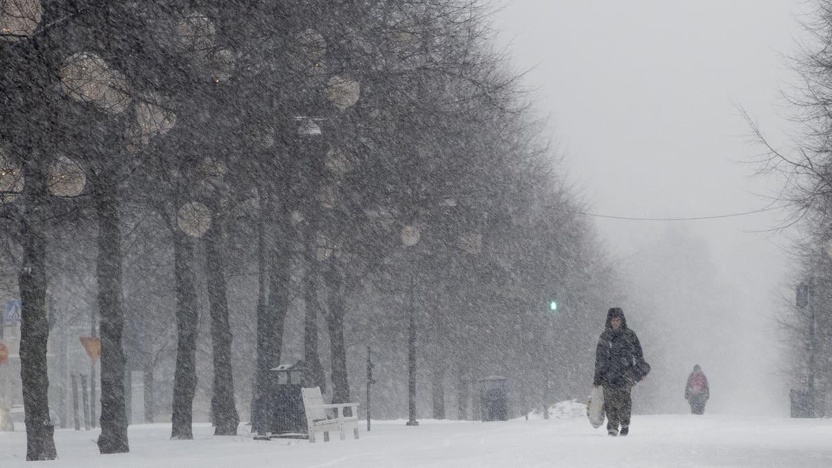 Lumisadetta Tampereen keskustassa