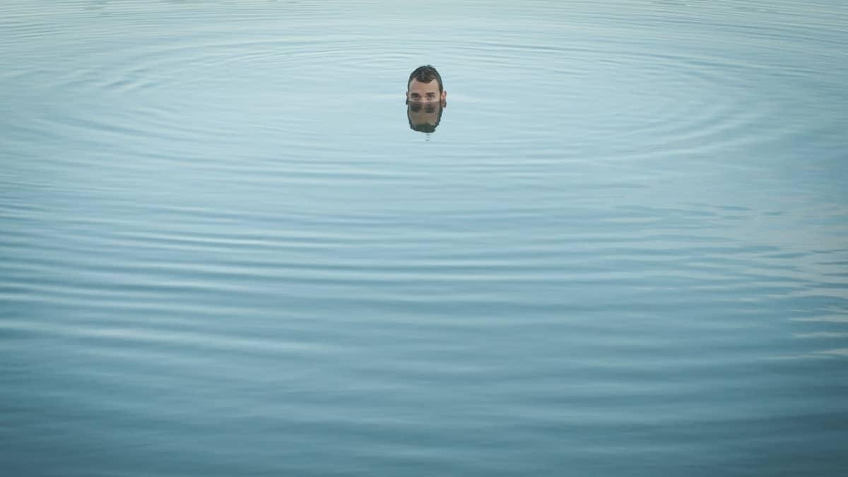 """""""Viiton - olen olemassa"""" -kirjan kuvituskuva: En löydä saarta."""