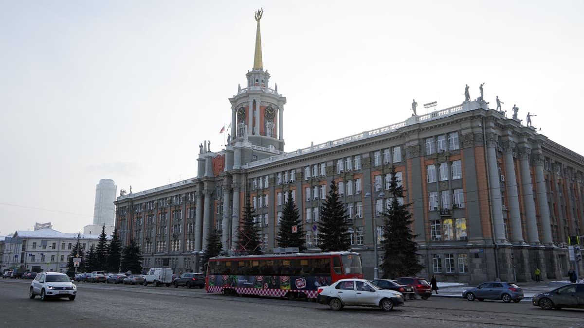 Jekaterinburgin kaupungintalossa on näkyvillä neuvostoajan symbolit.