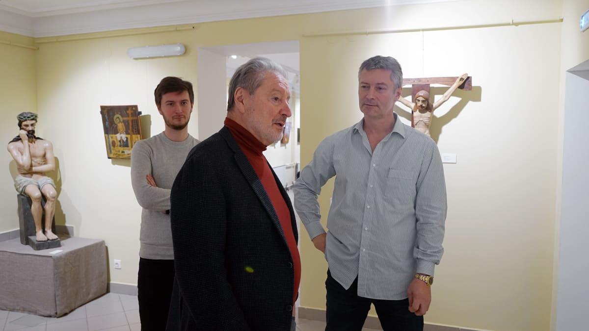 Roizman esitteli ikonikokoelmaansa näyttelijä Venjamin Smehoville.
