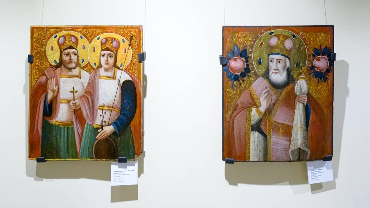 kaksi ikonia