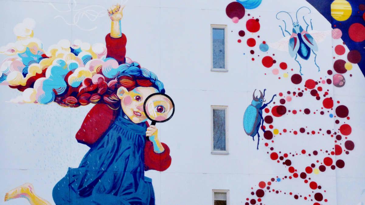 Yksityiskohta seinämaalauksesta Tampereen Hervannassa