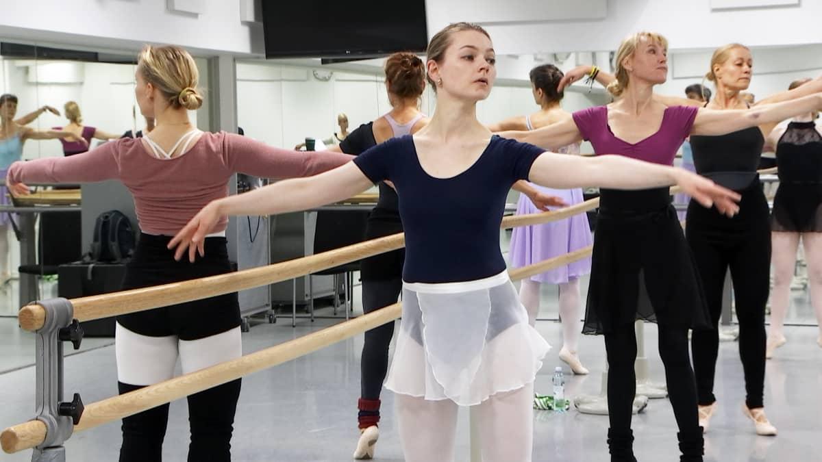 Tanssijoita Helsingin tanssiopistossa.