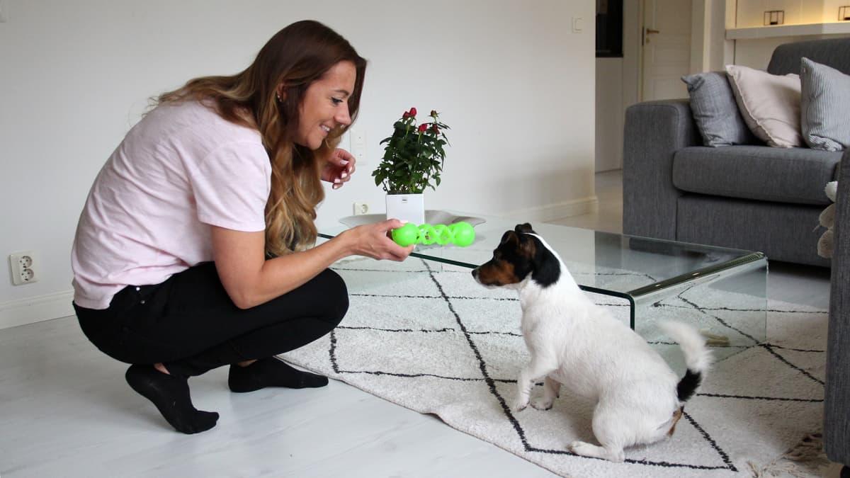 Mirka Kauppinen ja Lilli-koira