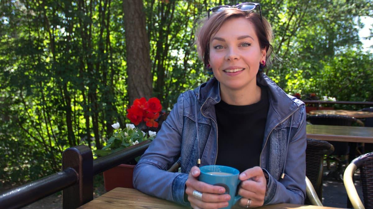 Jenni Mustajärvi Pyynikin näkötornin terassilla