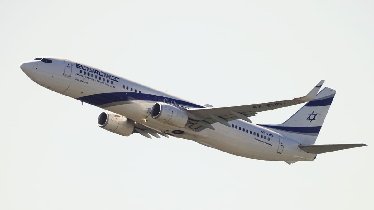 A Boeing 737-958