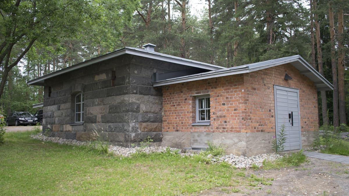 Jyväskylän yliopiston hiljentymisen talo ulkoa.