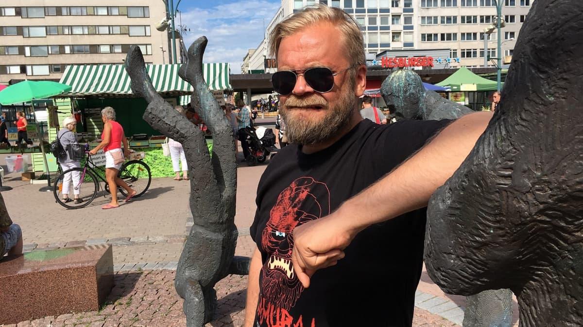 Muusikko ja elokuvatuottaja Harri Sippola.