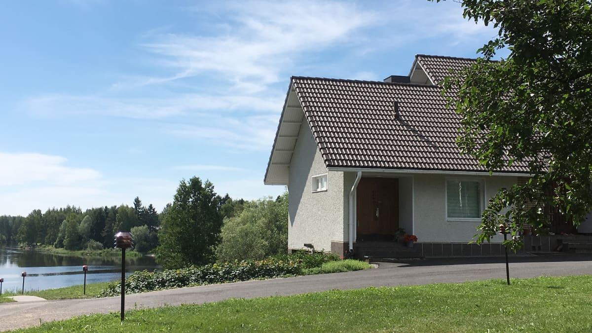 Perheen talo
