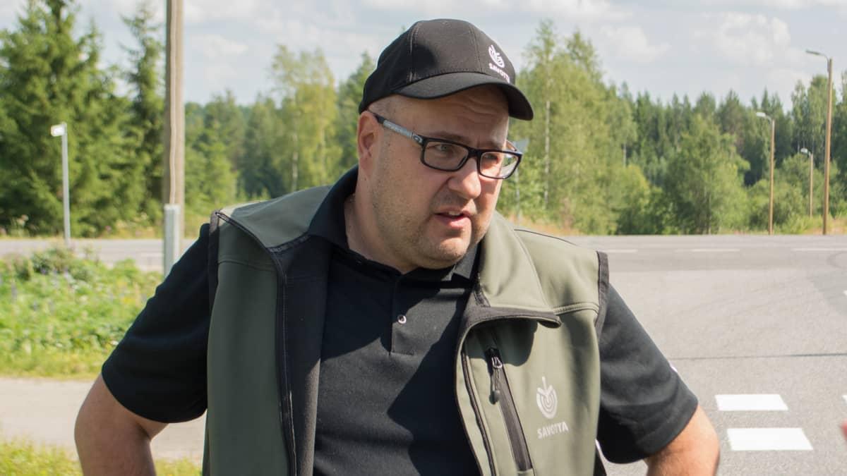 Metsänhoitoyhdistys Savotan metsäasiantuntija Jukka Hintikka.