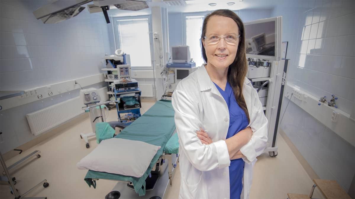 Lääkäri leikkaussalissa