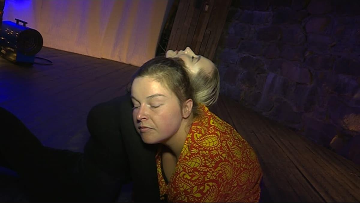 Anna Koskela ja Tiina Karppi tanssimassa