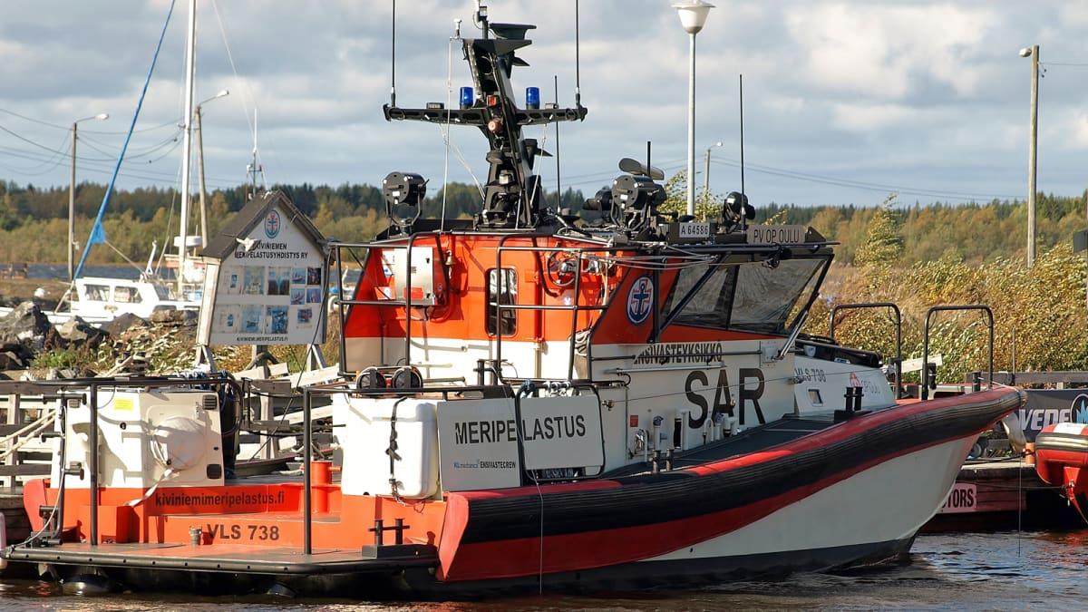 Kiviniemen meripelastusyhdistyksen pelastusvene OP Oulu Kellon kalasatamassa syksyllä 2018.