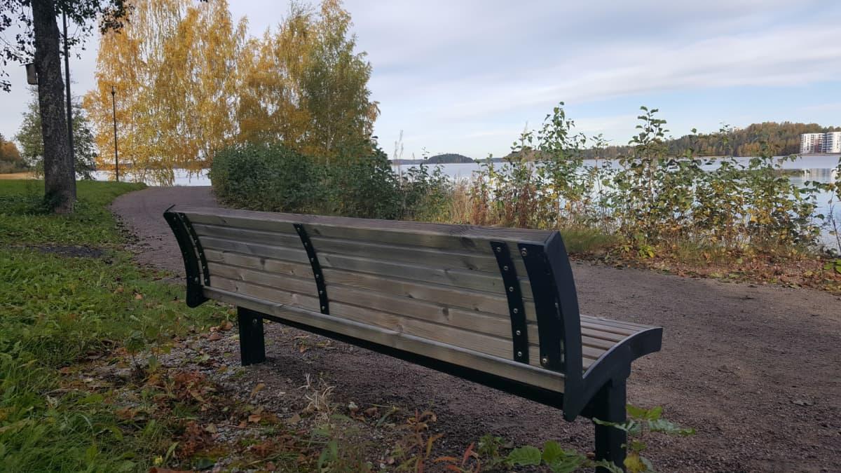 Lappeenranta penkki rantaraitilla