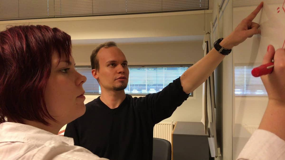 Juha Tiihonen pitää tunteja Tampereen teknillisellä yliopistolla