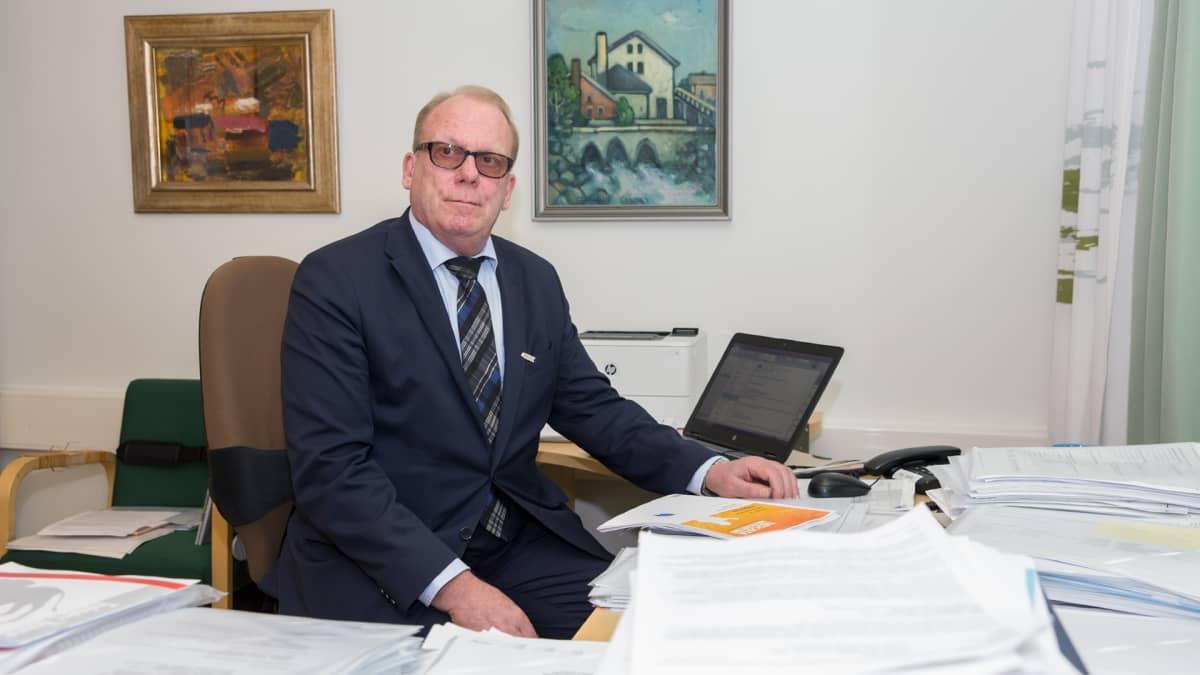 Kuopion yliopistollisen sairaalan Mielenterveys ja hyvinvointi -palvelukeskuksen johtaja & Itä-Suomen yliopiston psykiatrian professori Heimo Viinamäki