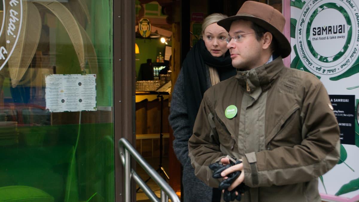 Maria Ohisalo ja Kuopion vihreiden varapuheenjohtaja Aarni Mustonen