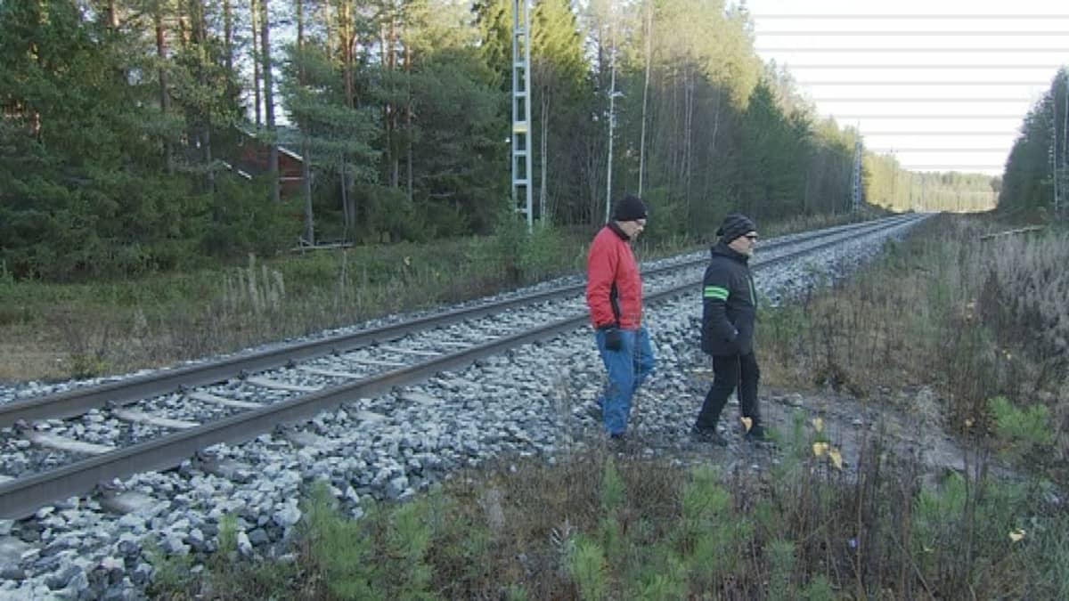 Muurolalaisten käyttämä oikotie lyhentää kaupassa käyntiä usealla kilometrillä.