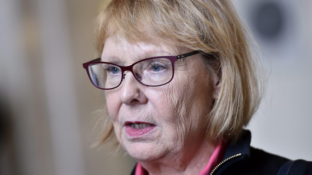 Perustuslakivaliokunnan puheenjohtaja, vasemmistoliiton Annika Lapintie.