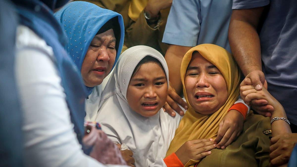 Surevia omaisia Pangkal Pinangin kentällä 29. lokakuuta.