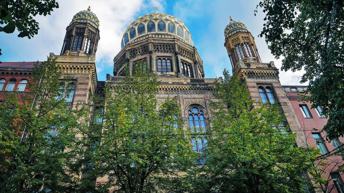 Berliinin synagogan julkisivu.
