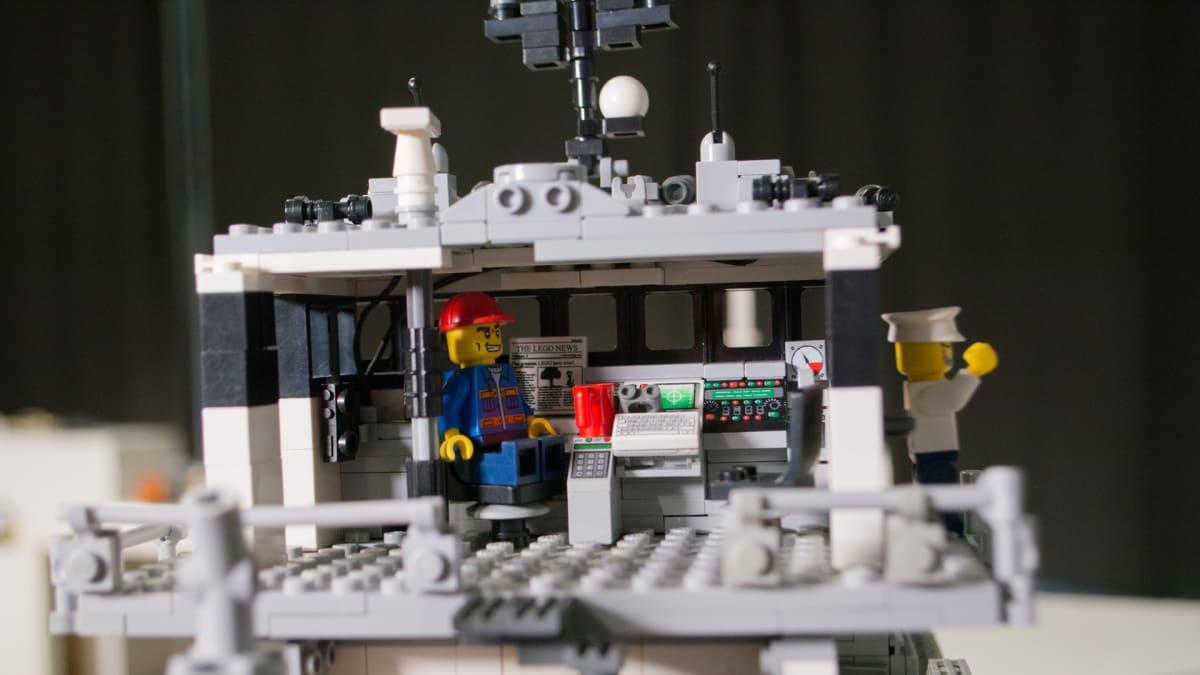 Legorahtilaivan komentosilta