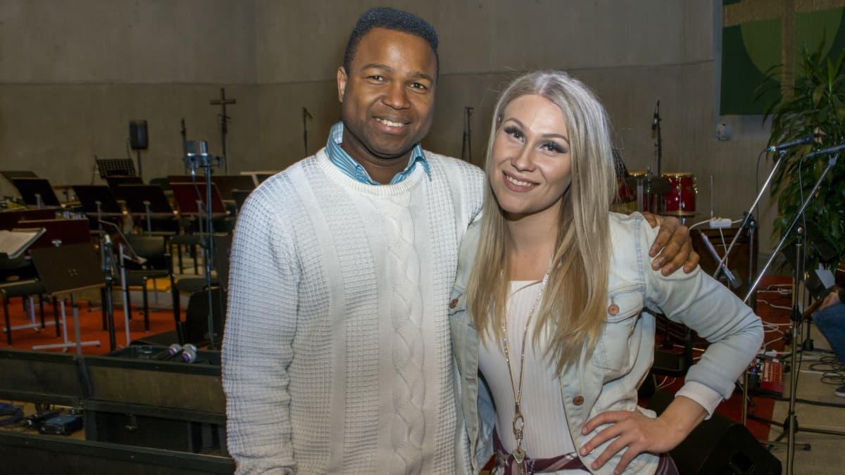 Kristiina Brask ja Popo Salami ovat Kuopiossa Alavan kirkossa järjestettävän gospelkonsertin tähtisolistit.