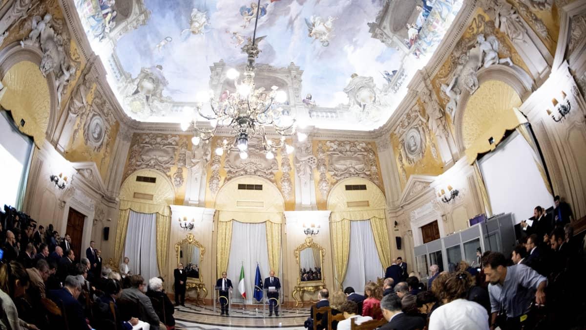 Italian talousministeri  Giovanni Tria ja EU:n talouskomissaari Pierre Moscovici