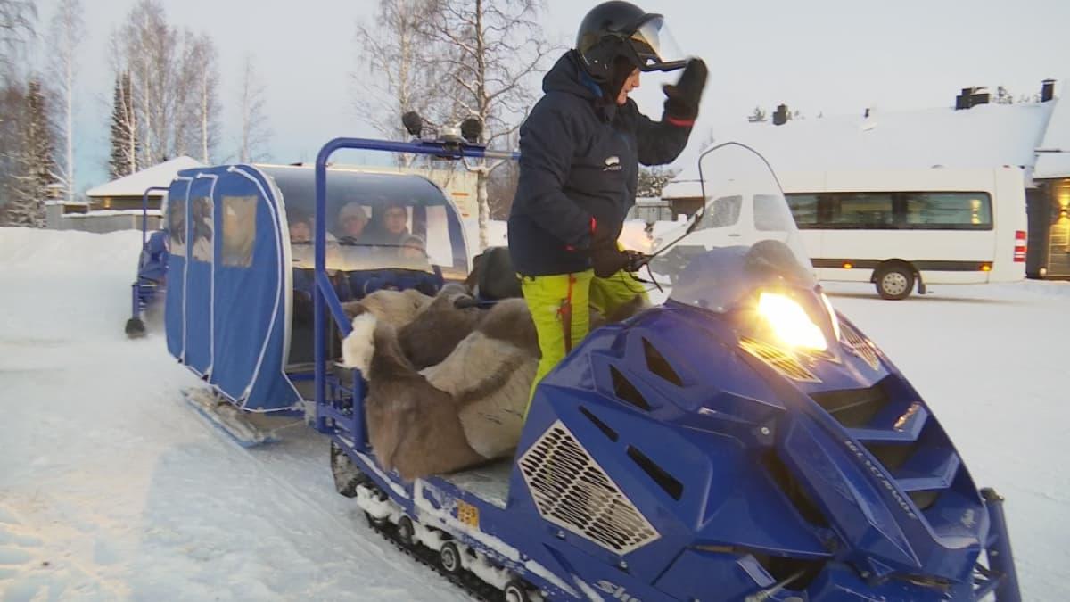 Jattikelkka tytto Rovaniemi Apukka
