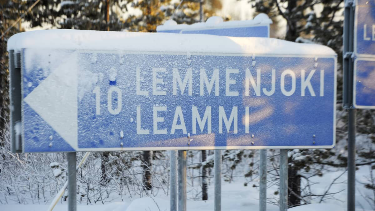 Lemmenjoki-tiekyltti.