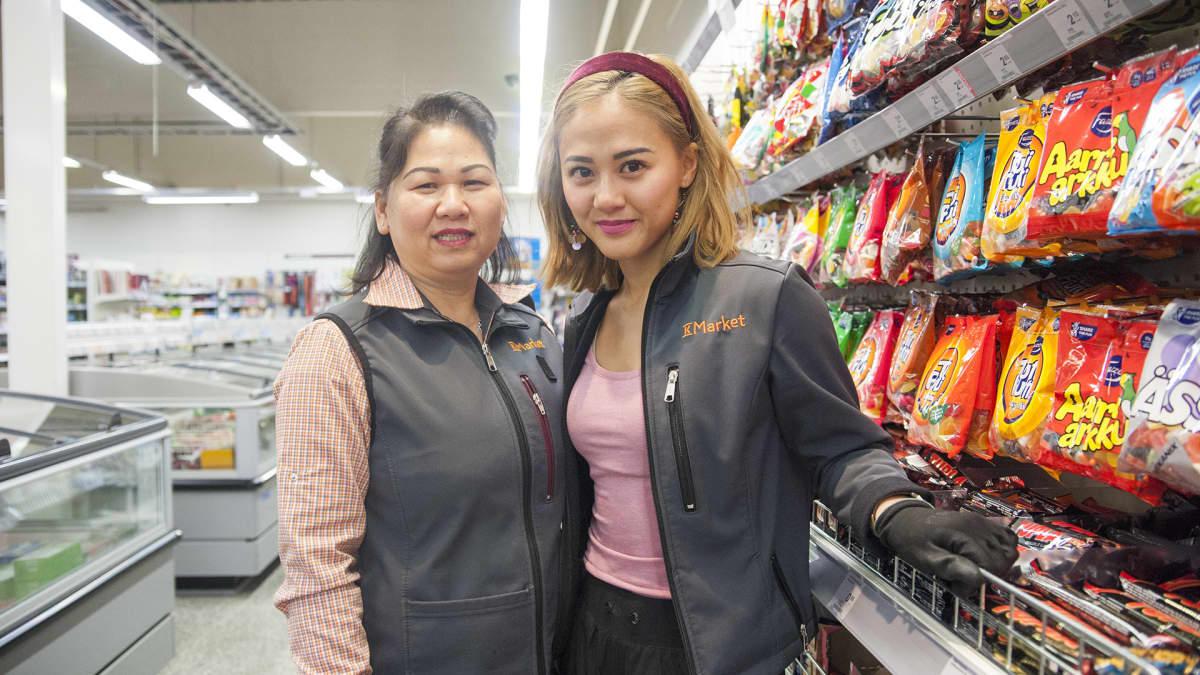Äiti ja tytär kaupassa
