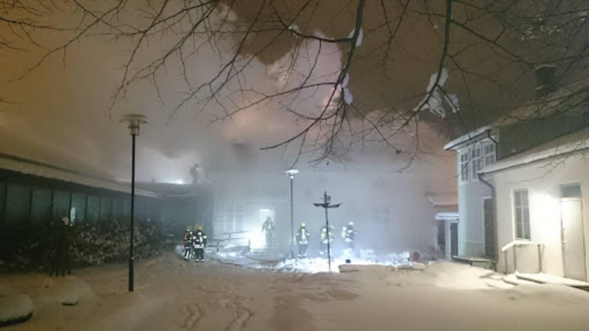 Palosta muodostui runsaasti savua.
