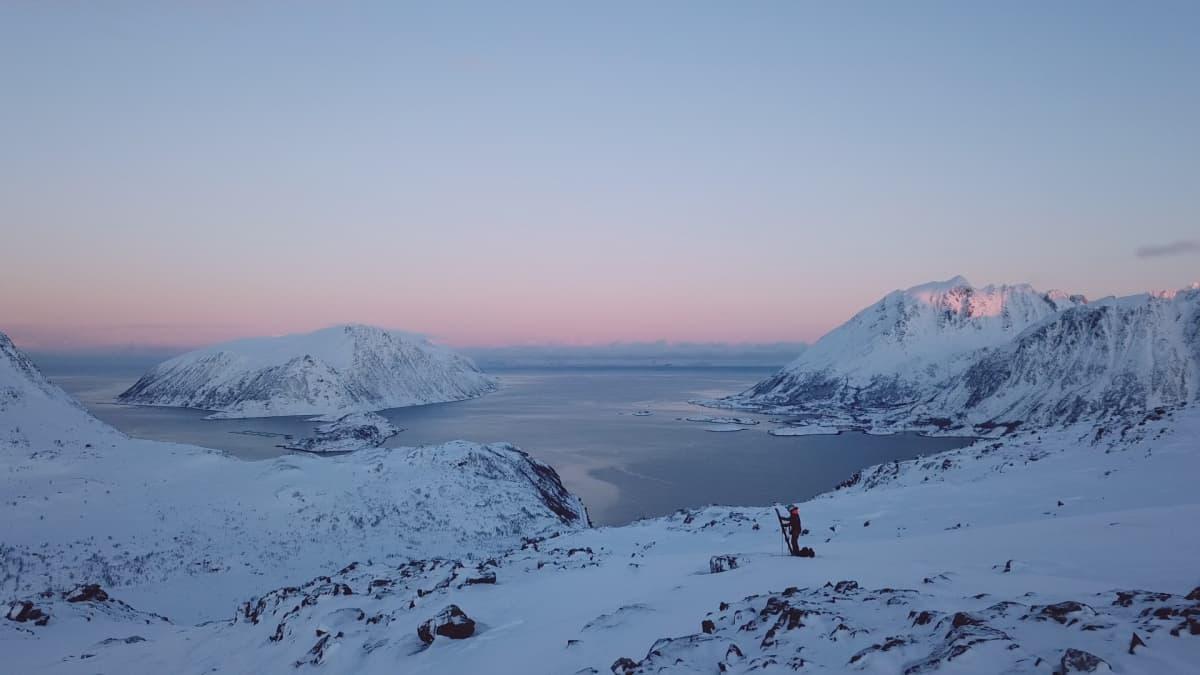 Vapaalaskija Juho Karhu Pohjois-Norjassa Bergsfjordissa.
