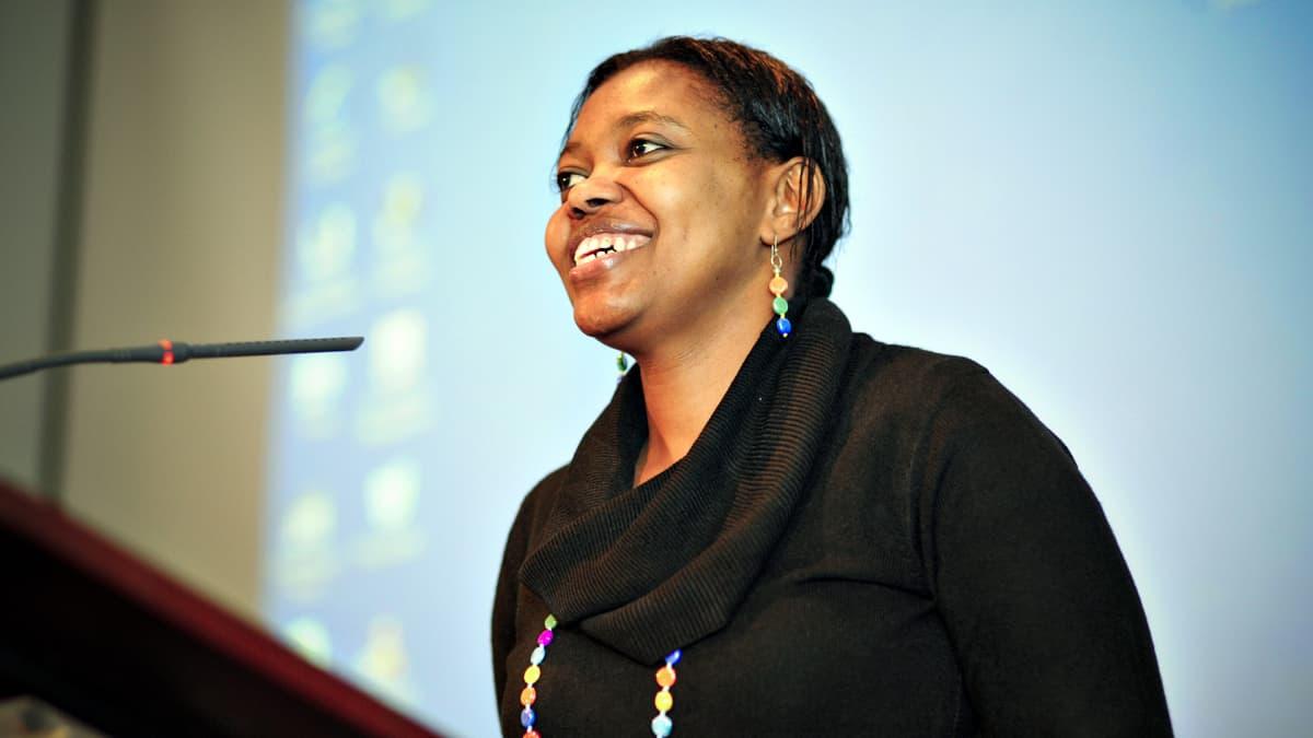 Batulo Essak pitämässä puhetta seminaarissa 2010.
