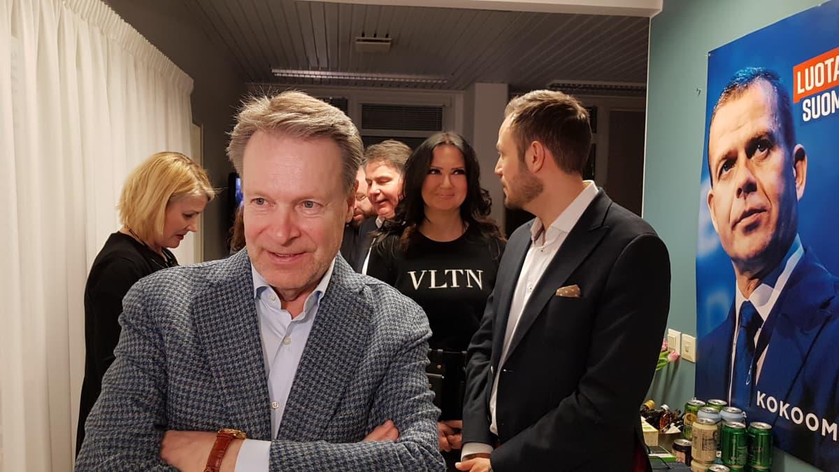 Ilkka Kanerva kokoomuksen vaalivalvojaisissa 14.4.2019.