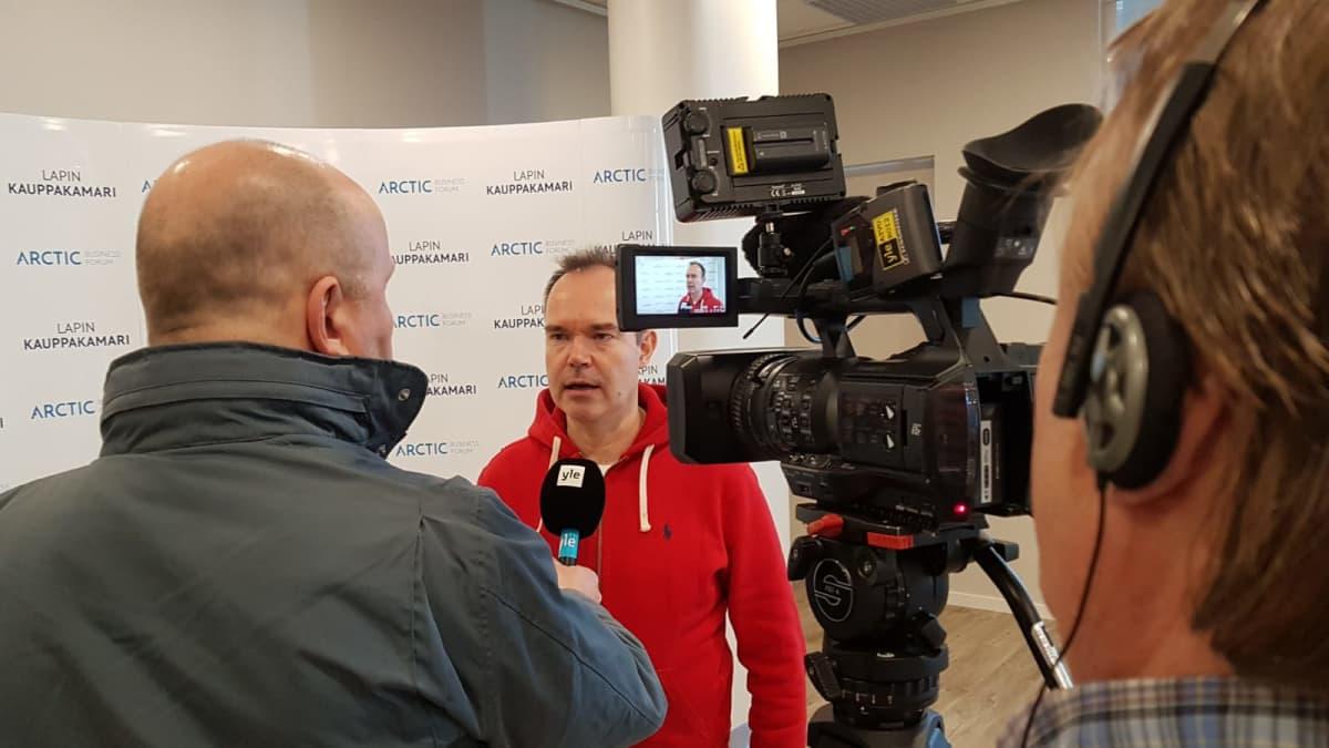 Peter Vesterbacka Ylen haastattelussa Rovaniemellä 9.5.2019.