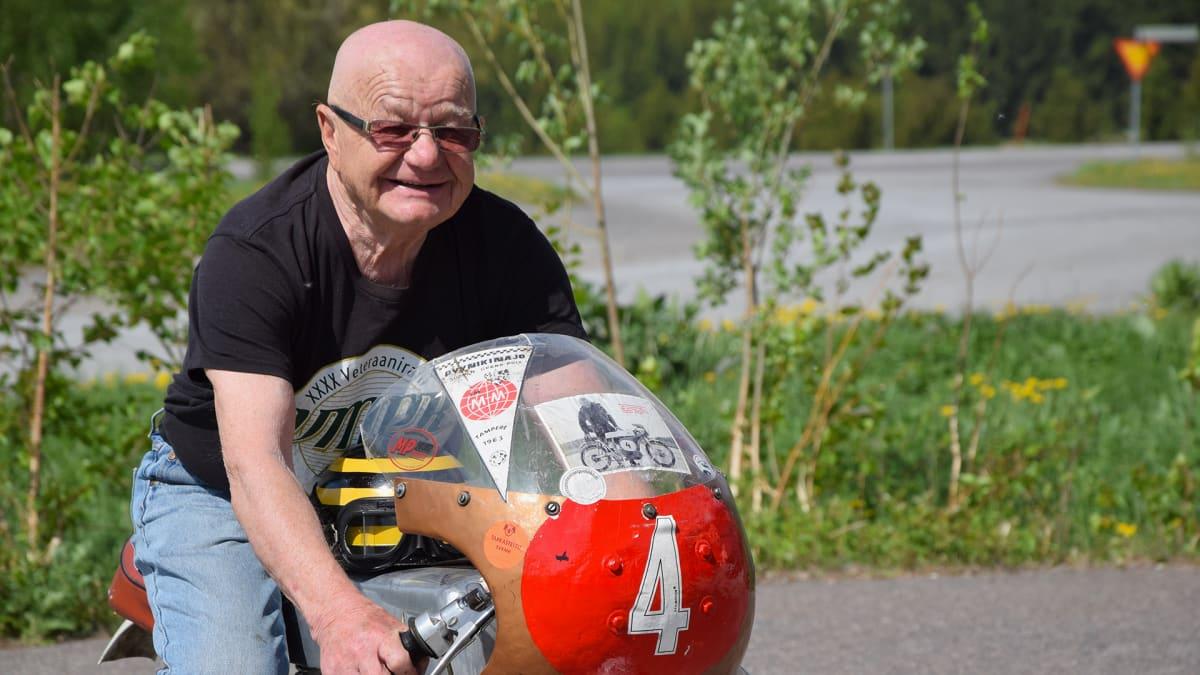 Matti Salonen huristeli aikoinaan Pyrkijän selässä Itäharjun katuradalla.