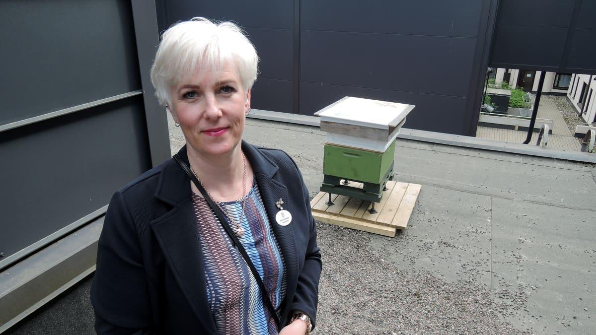 Marika Haavisto haluaa tarjota asiakkaille itse tuotettua lähihunajaa.
