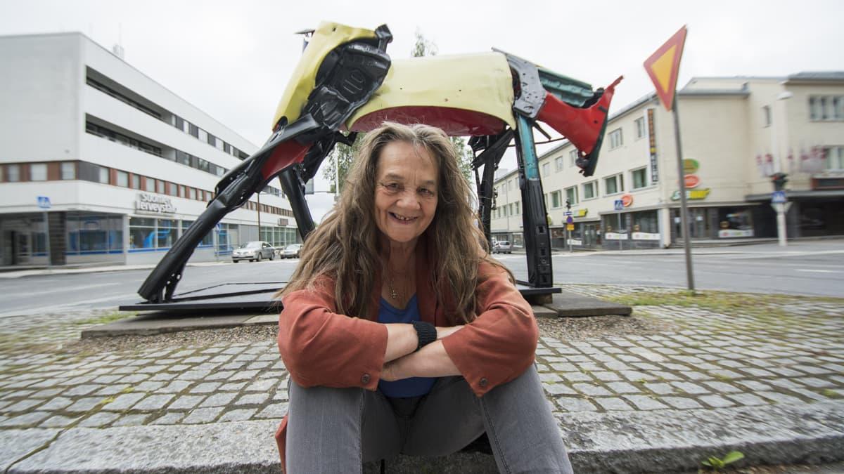 Taiteilijaprofessori Kaarina Kaikkonen