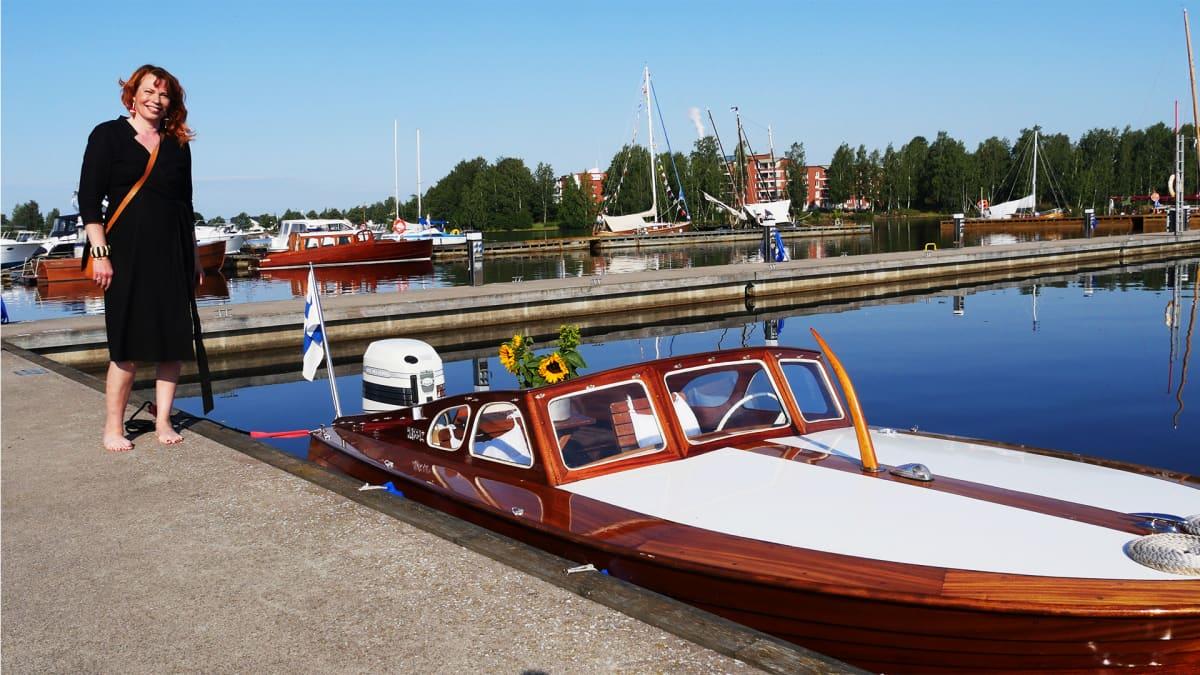Puuveneet uivassa näyttelyssä 2019. Valtteri veneen omistaa Maria Saikka.