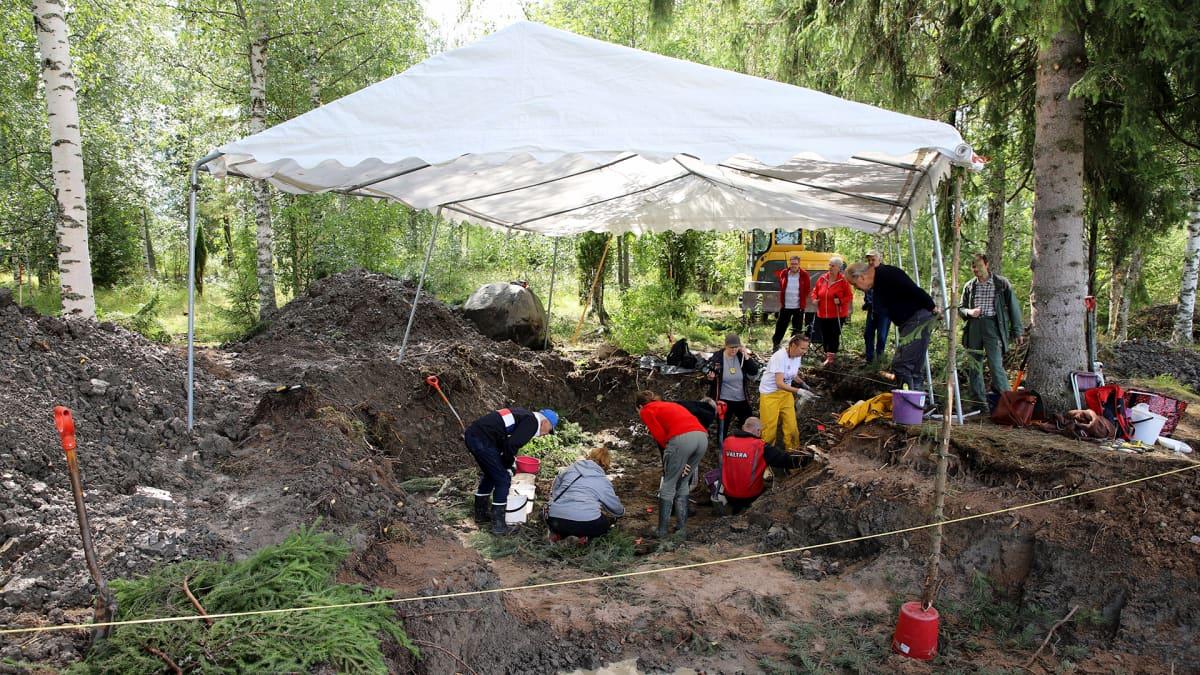 Hevoshaudan kaivaukset Korialla