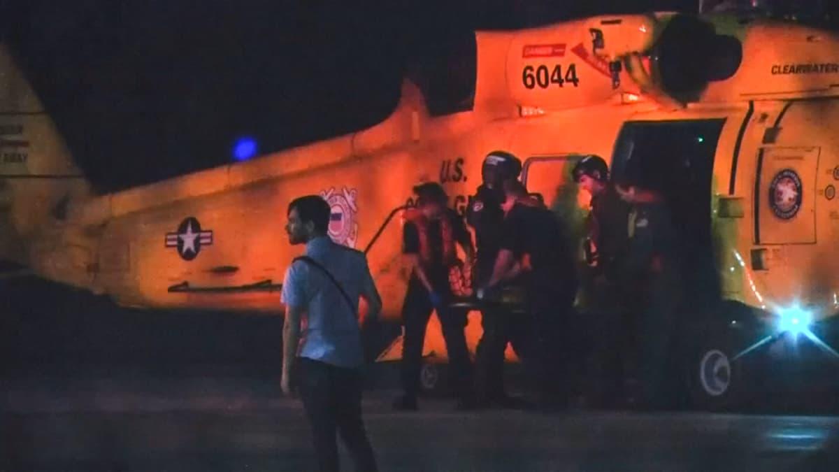 Myrskyssä haavoittuneita kuljetettiin hoitoon Nassaussa 2. syyskuuta.