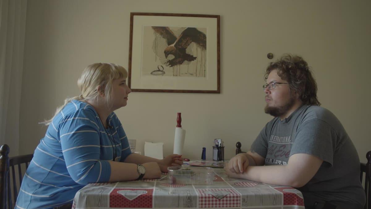 Taru ja Pertti tutustuivat toisiinsa jo ylä-asteella. Närväinen on suhtautunut alusta asti mutkattomasti vaimonsa kuurosokeuteen. - Minä tuen Tarua niin paljon kun minä itse pystyn ja kykenen häntä tukemaan.