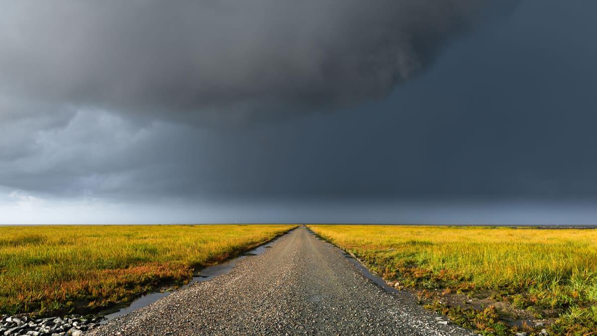 Sadepilviä Mandon saaren yllä Jyllannissa, Tanskassa.