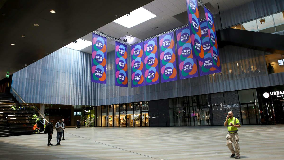 Mall of Tripla -kauppakeskuksen hiljainen aula Helsingissä 16. maaliskuuta.
