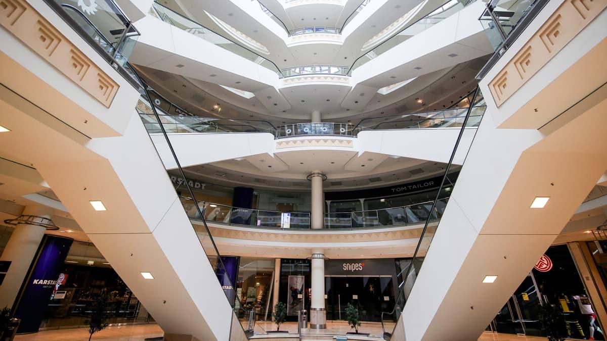 Tyhjä ostoskeskus Essenissä, Saksassa 30. maaliskuuta.